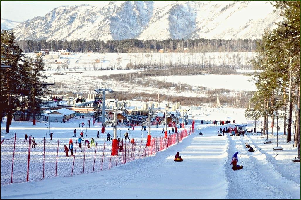Катание на горных лыжах, тюбингах и санках.