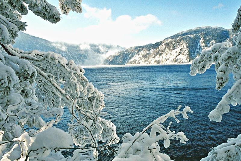 Телецкое озеро зимой.